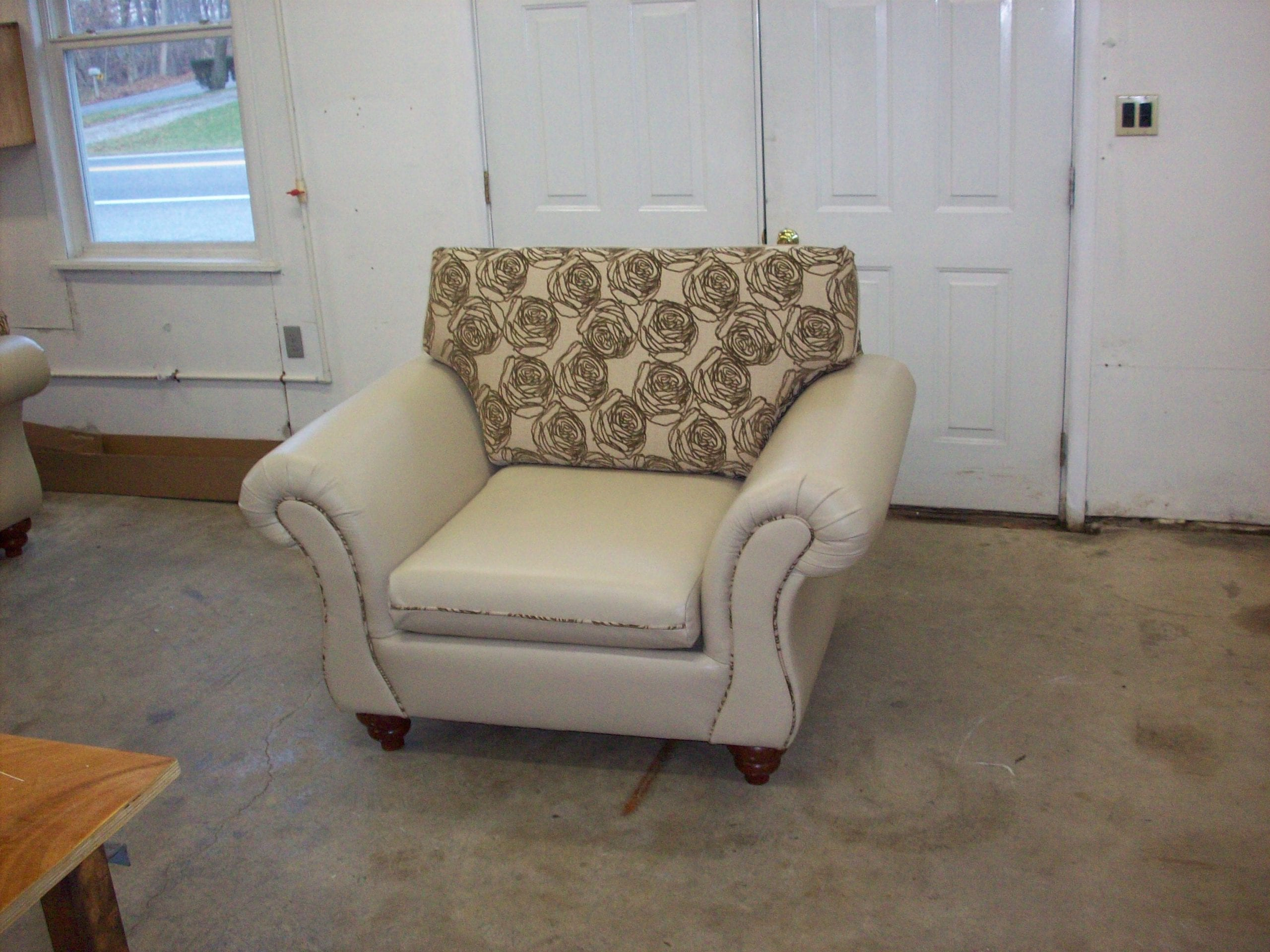 Living Room Leather and Fabric Mix Upholstery Design ...
